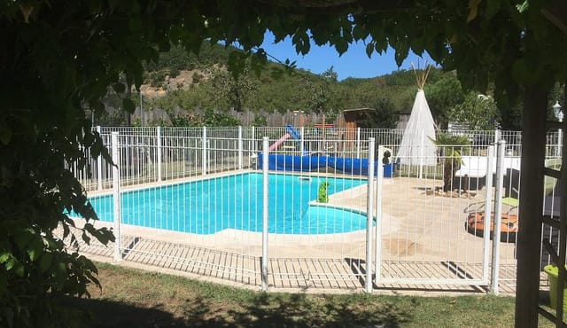 Boerderij met zwembad en bijgebouwen te koop montignac for Te koop inbouw zwembad