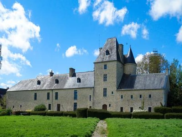 Magnificent Chateau just 5 minutes from the historic Utah beach ...