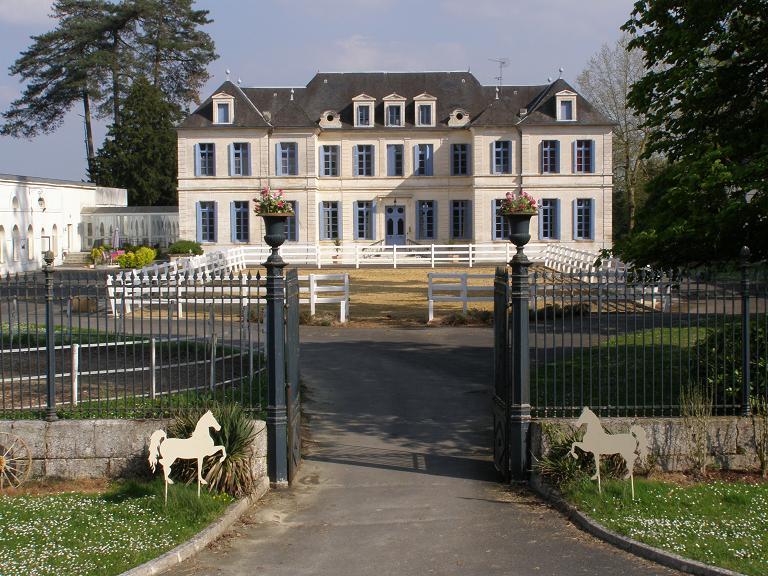 kasteel met manege te koop charente frankrijk moulin