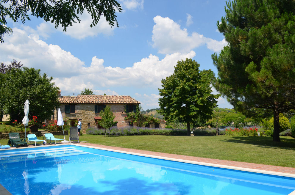 Farmhouse with swimming pool and land for sale in san for Farmhouse with swimming pool