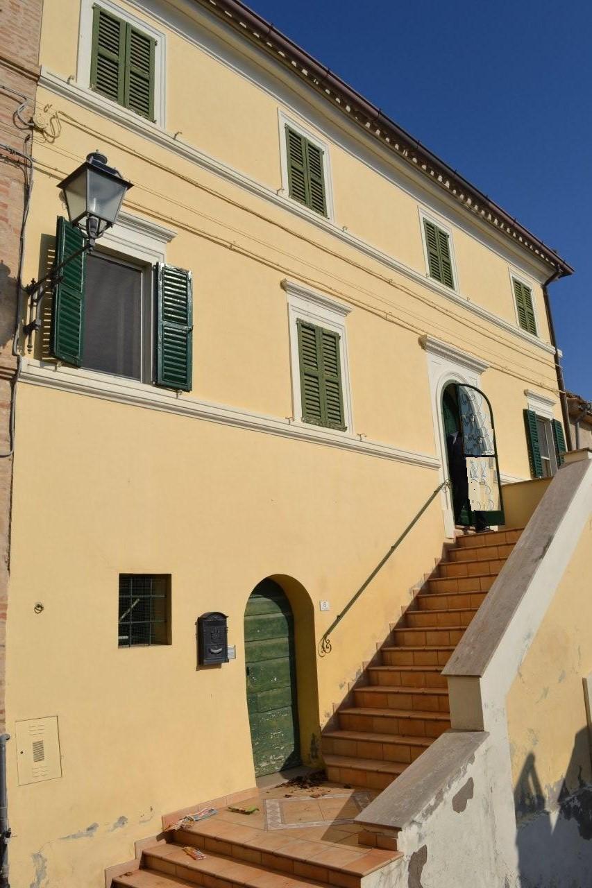 Prezzo Ridotto Per Vendita Veloce Antico Palazzo Con Affreschi
