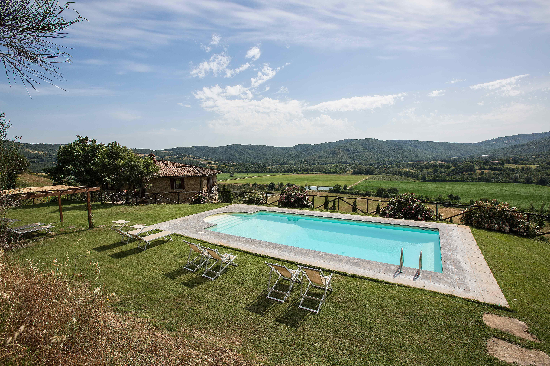 Villa cipresseto casale ristrutturato con piscina in umbria
