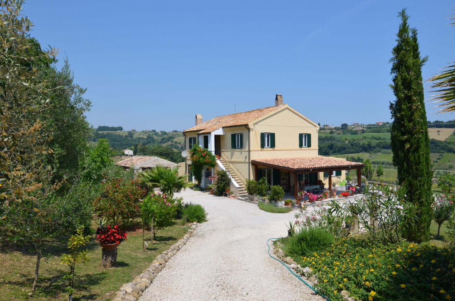 ae3962bb05d91 Tipico casale colonico marchigiano ristrutturato con eccezionale vista mare  ed ampio giardino in vendita a Massignano