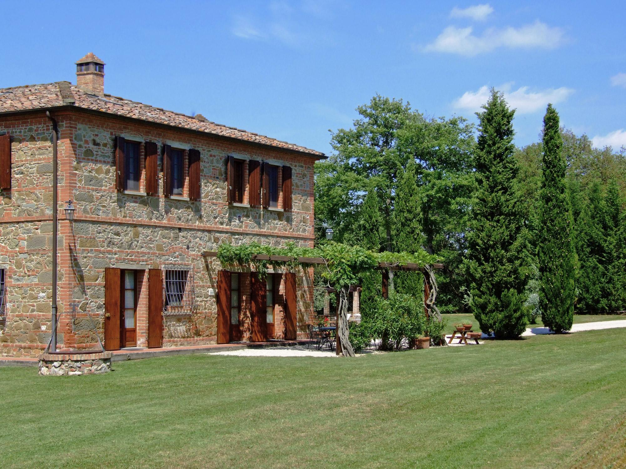 Casale con piscina in vendita in toscana vicino pienza e montepulciano moulin - Casale in toscana ...