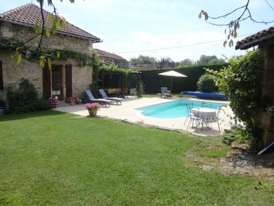 Magnifique maison renovee avec gite luxueuse de 6 chambres for Camping figeac avec piscine