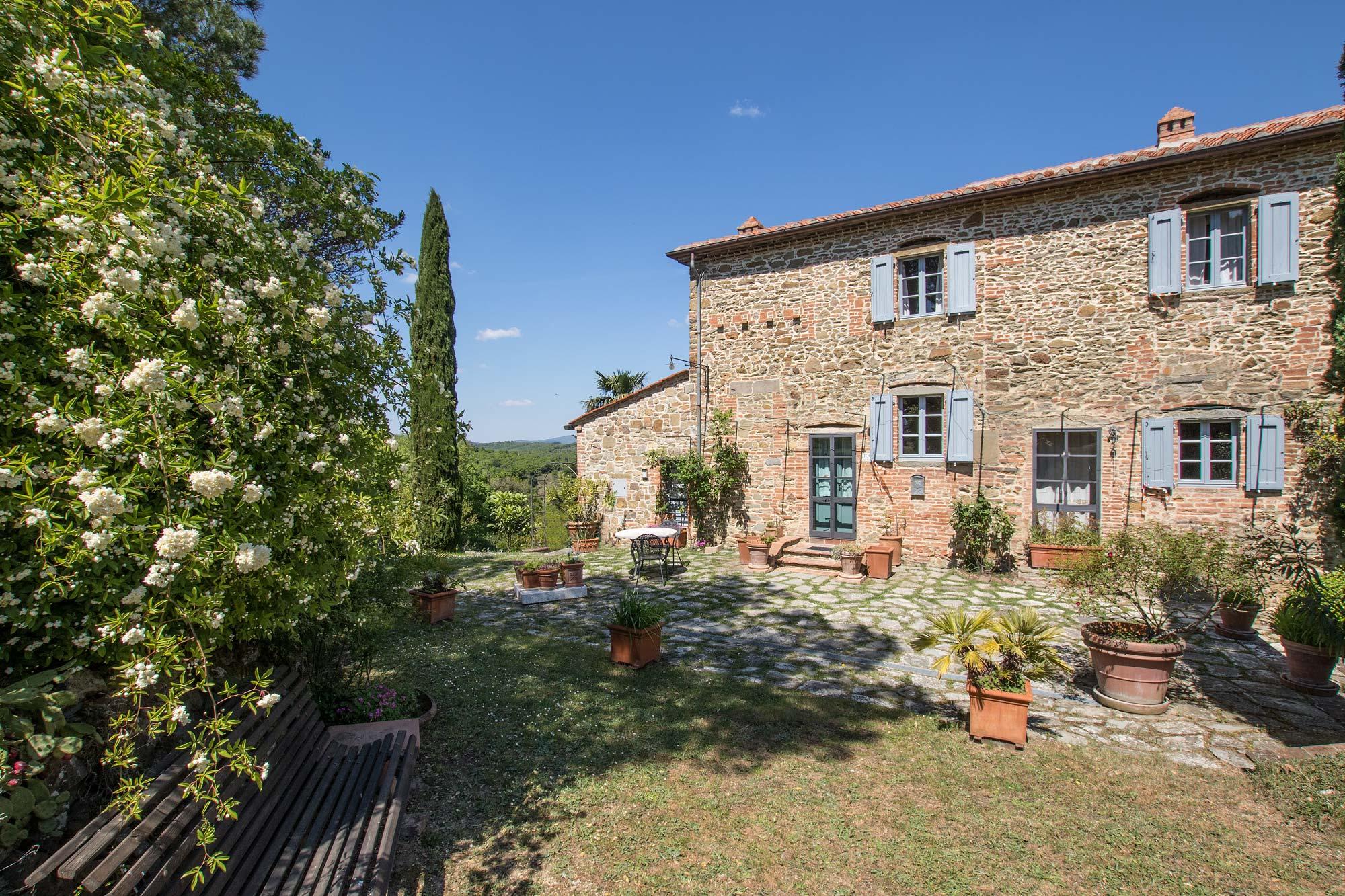 Ancienne ferme en vente lucignano en toscane moulin for Acheter une maison en toscane