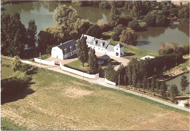 Landelijk gelegen huis met gastenverblijf aan een meer te koop op 2