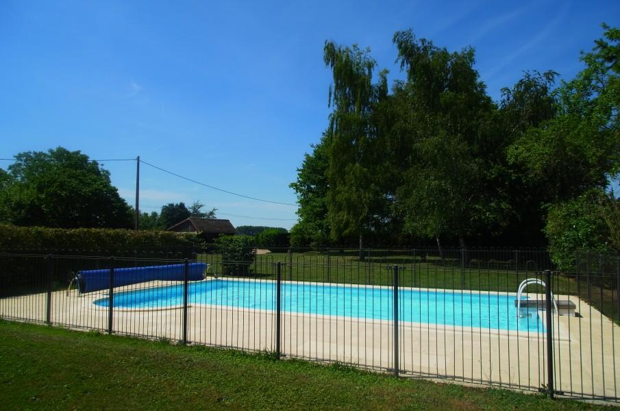 Ferme avec piscine vendre vienne poitou charentes for Camping poitiers avec piscine