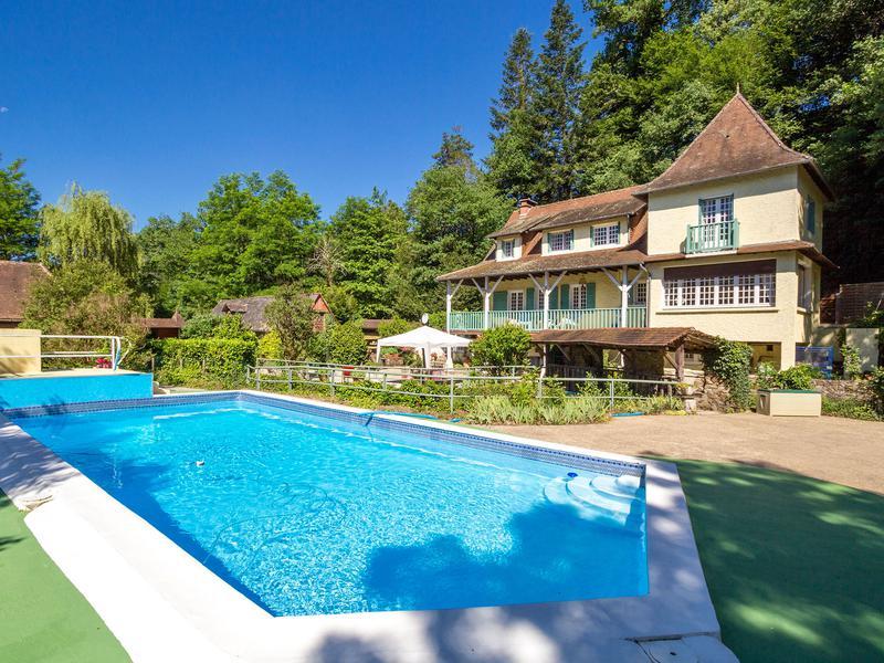 Maison de moulin vendre sur 1 ha avec g te et piscine for Piscine correze