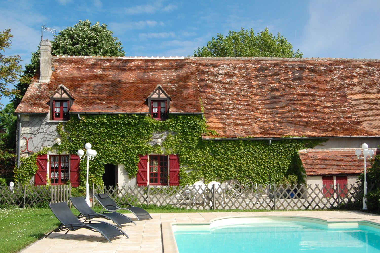 Maison de campagne vendre sur 13 ha avec maison d 39 h tes for Camping indre et loire avec piscine