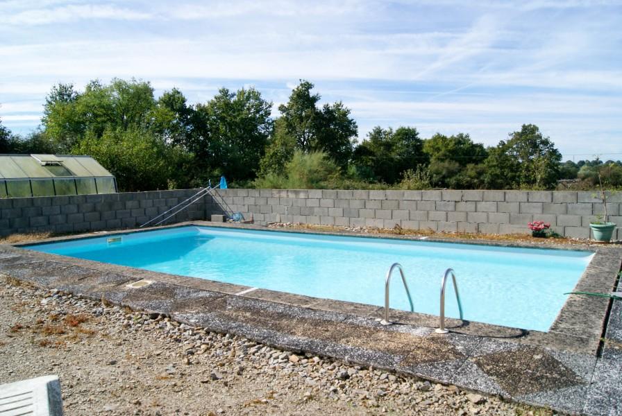 Ferme vendre sur 16 ha avec piscine tangs et granges for Piscine thouars