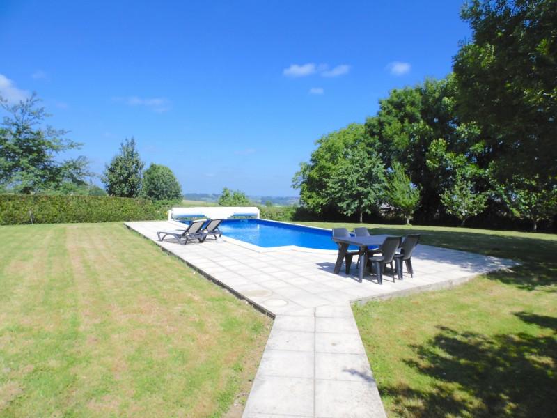 Ferme vendre avec piscine et granges hautes pyr n es for Camping haute pyrenees avec piscine