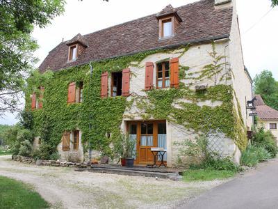 Maison ancienne en pierre avec deux g tes deux chambre d 39 h tes et un total de 10 chambres et 8 - Chambre d hote dans le lot avec piscine ...