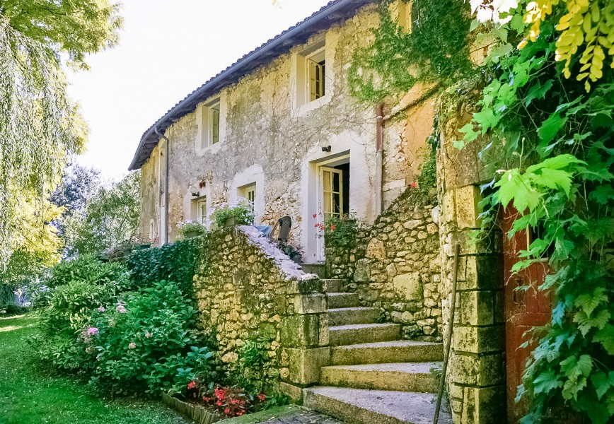 chambre d hote aquitaine Chambre du0027hotes for sale with 6 letting doubles with river frontage in  Brantome. Dordogne | Moulin