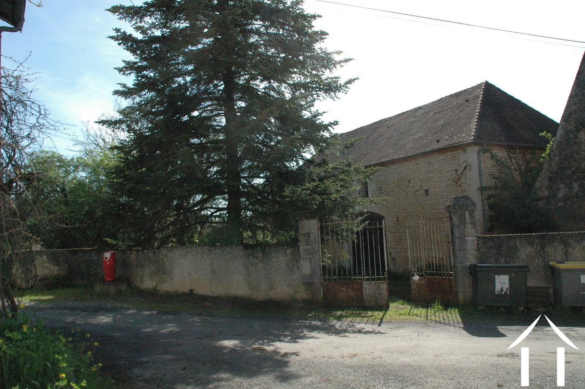 Origineel huis en 3 schuren te restaureren in gehuchtje moulin