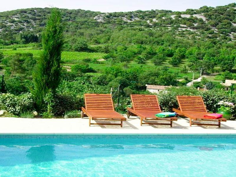 Grand Complexe De Gîtes Avec Piscine Et Vue à Vendre Dans Un Village - Hotel languedoc roussillon avec piscine