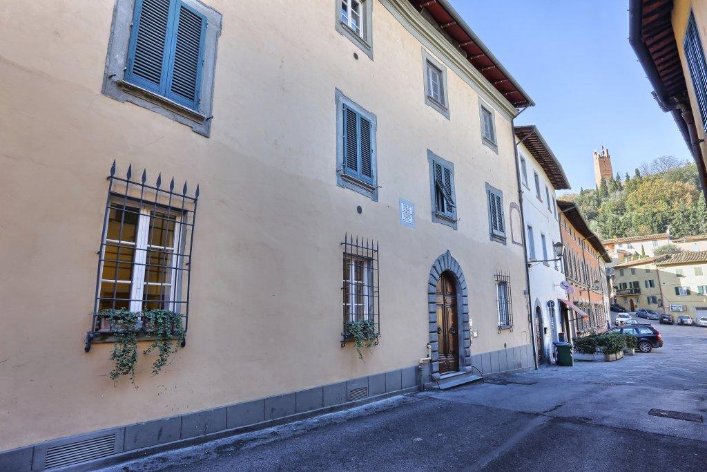 Elegante Appartamento In Palazzo Storico Con Terrazza Panoramica E Giardino